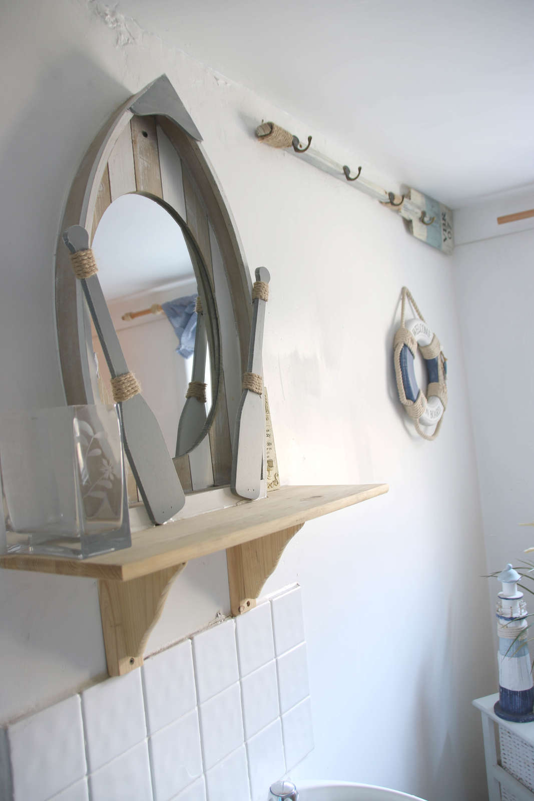 Image details: bathroom mirror detail 002